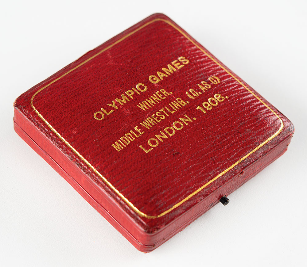 Stanley Bacon's gold medal includes the original red leather presentation case ©RR Auction