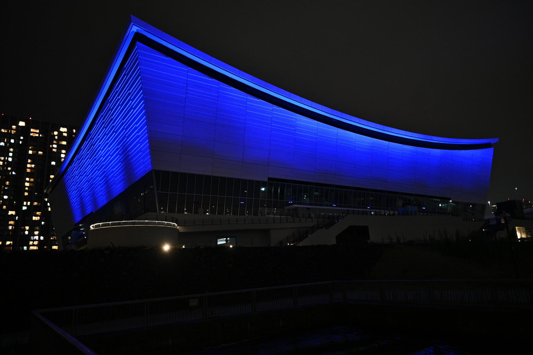 The Ariake Arena was one of the Tokyo 2020 venues which was lit up in blue to mark the milestone ©Tokyo 2020