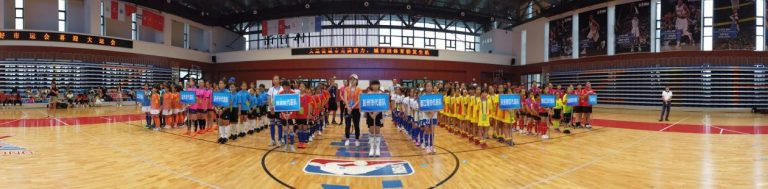 Thirteen teams from nine districts and counties were represented in the Love Chengdu Welcome Universiade floorball competition ©IFF