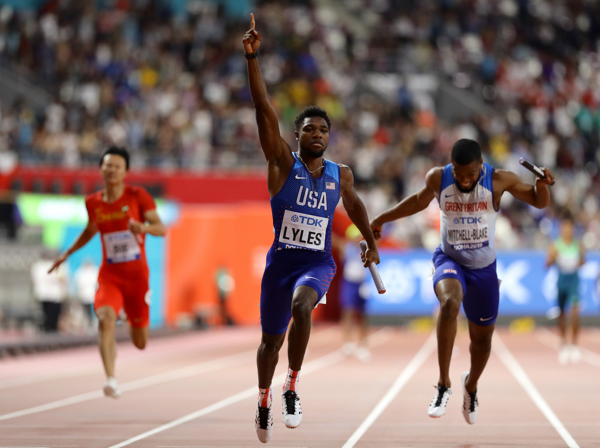 Noah Lyles brings home the baton to earn the United States 4x100m gold at last year's World Athletics Championships, where he also won the 200m title ©Getty Images