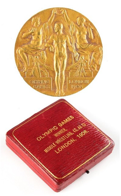 An Olympic gold medal won by British wrestler Stanley Bacon at London 1908 sold for more than $33,000 ©RR Auction