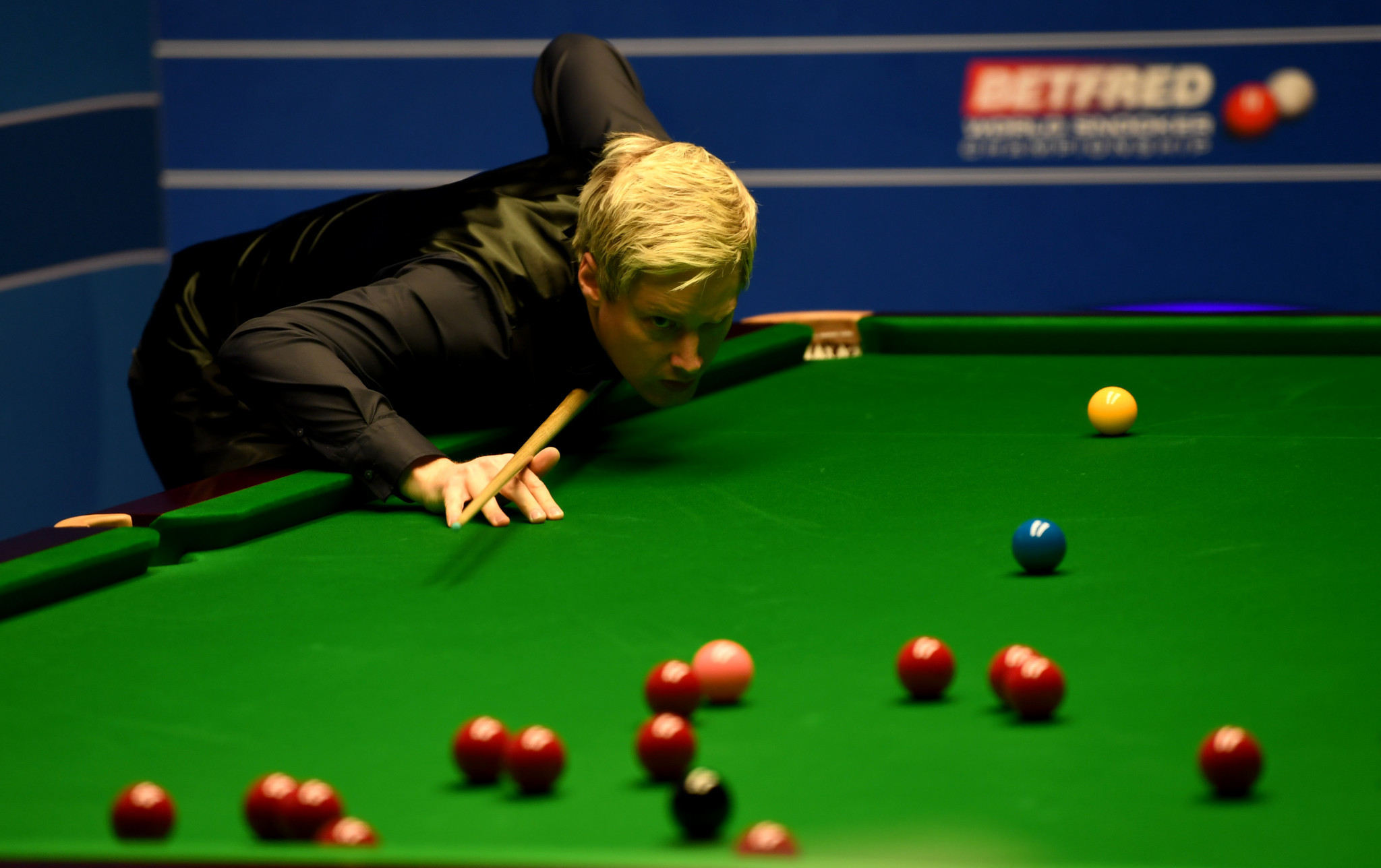 Three last 16 matches evenly poised after eventful day at World Snooker Championship