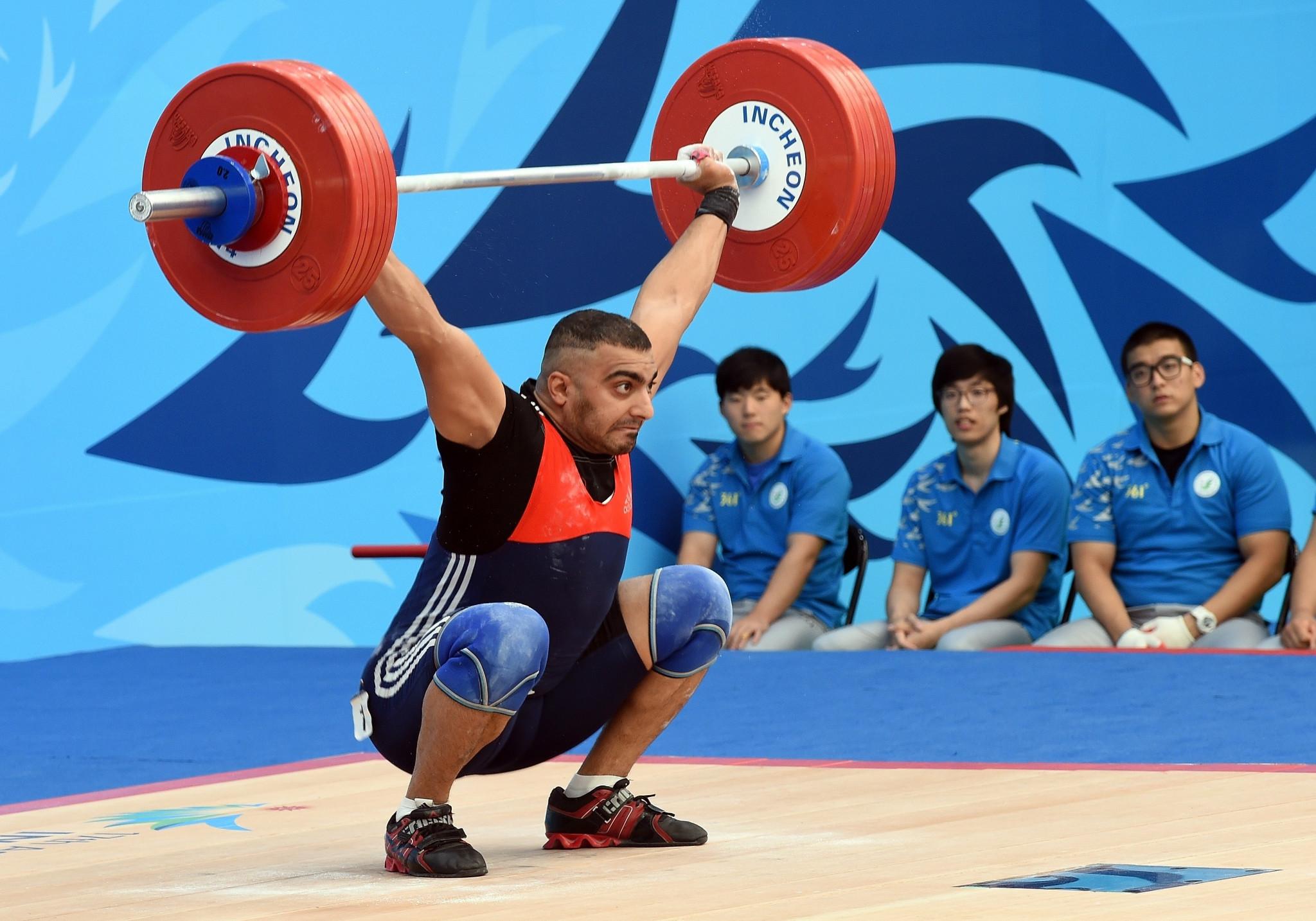 Mustafa Radha Al-Mulad lifting at the 2014 Asian Games ©Getty Images