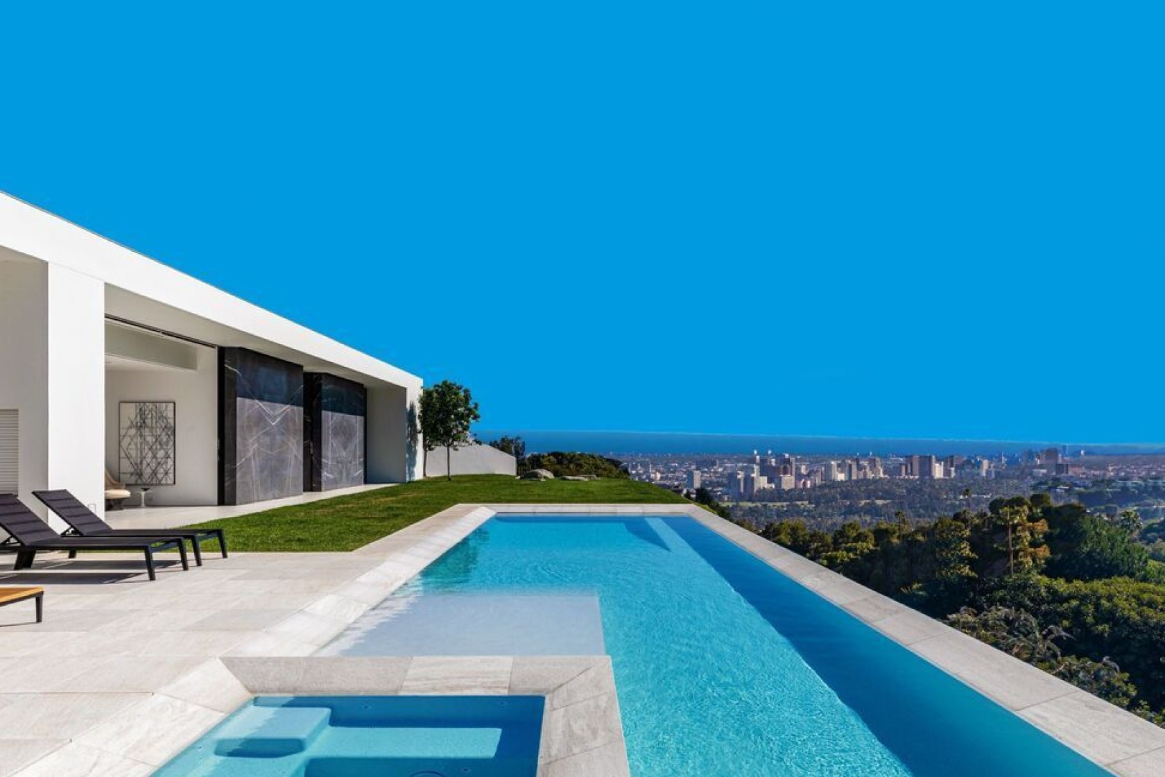 The  futuristic five-bedroom house has sweeping views down to the Pacific Ocean ©Realtor.com