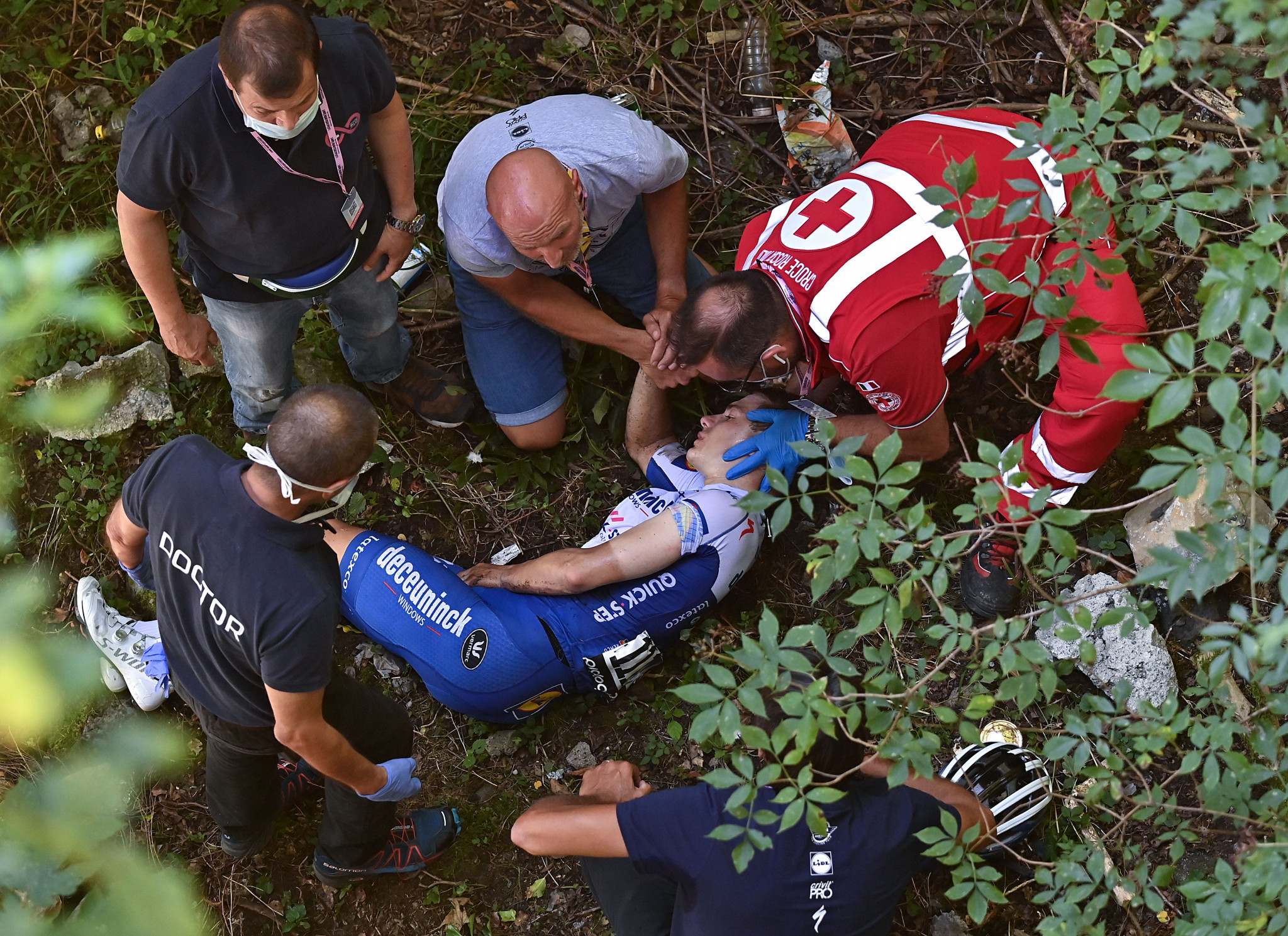 An item was removed from Remco Evenepoel's pocket after his crash earlier this month ©Getty Images