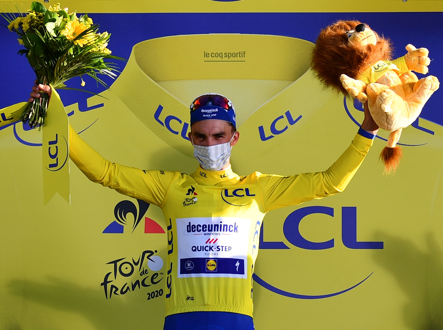Alaphilippe wins second stage of Tour de France in three-way sprint
