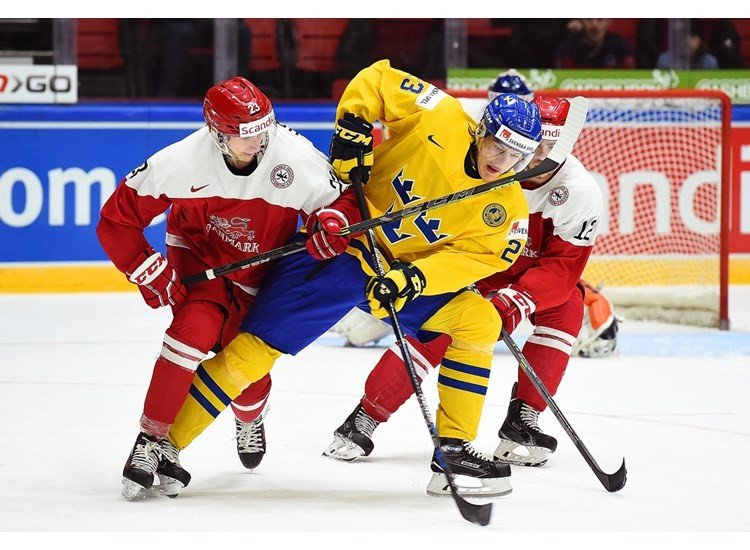 Sweden seal top spot with third straight victory at IIHF World Junior Championship