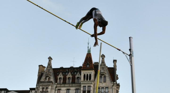 Duplantis vaults his outdoor best height of 6.07m in titanic Lausanne contest with Kendricks