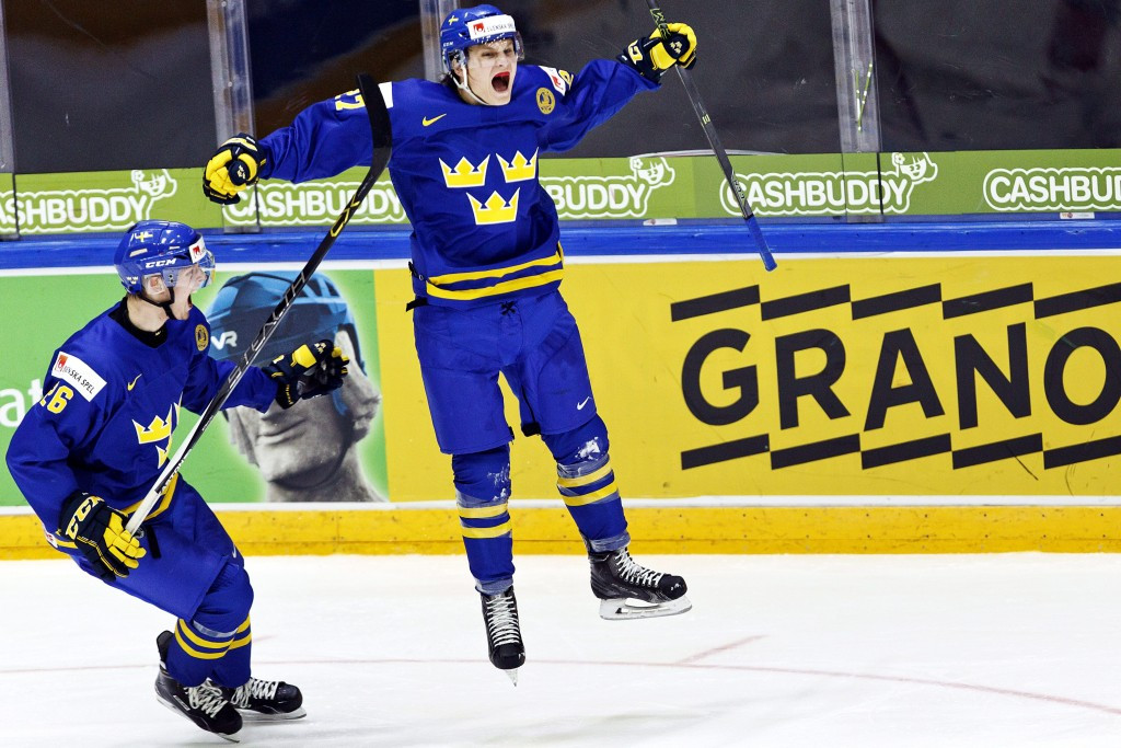 Sweden defeat champions Canada to finish IIHF World Junior Championship group stage with perfect record