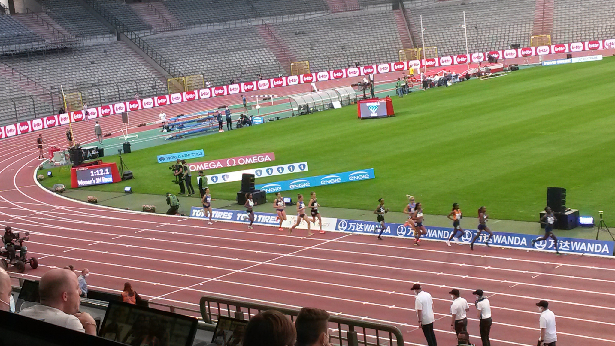 There were very few spectators at the Wanda Diamond League meeting in Brussels, but plenty of lights, noise and action ©ITG