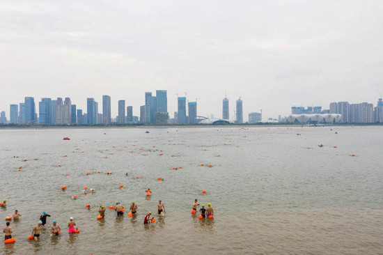2,022 swimmers cross river to celebrate Hangzhou 2022 Asian Games countdown