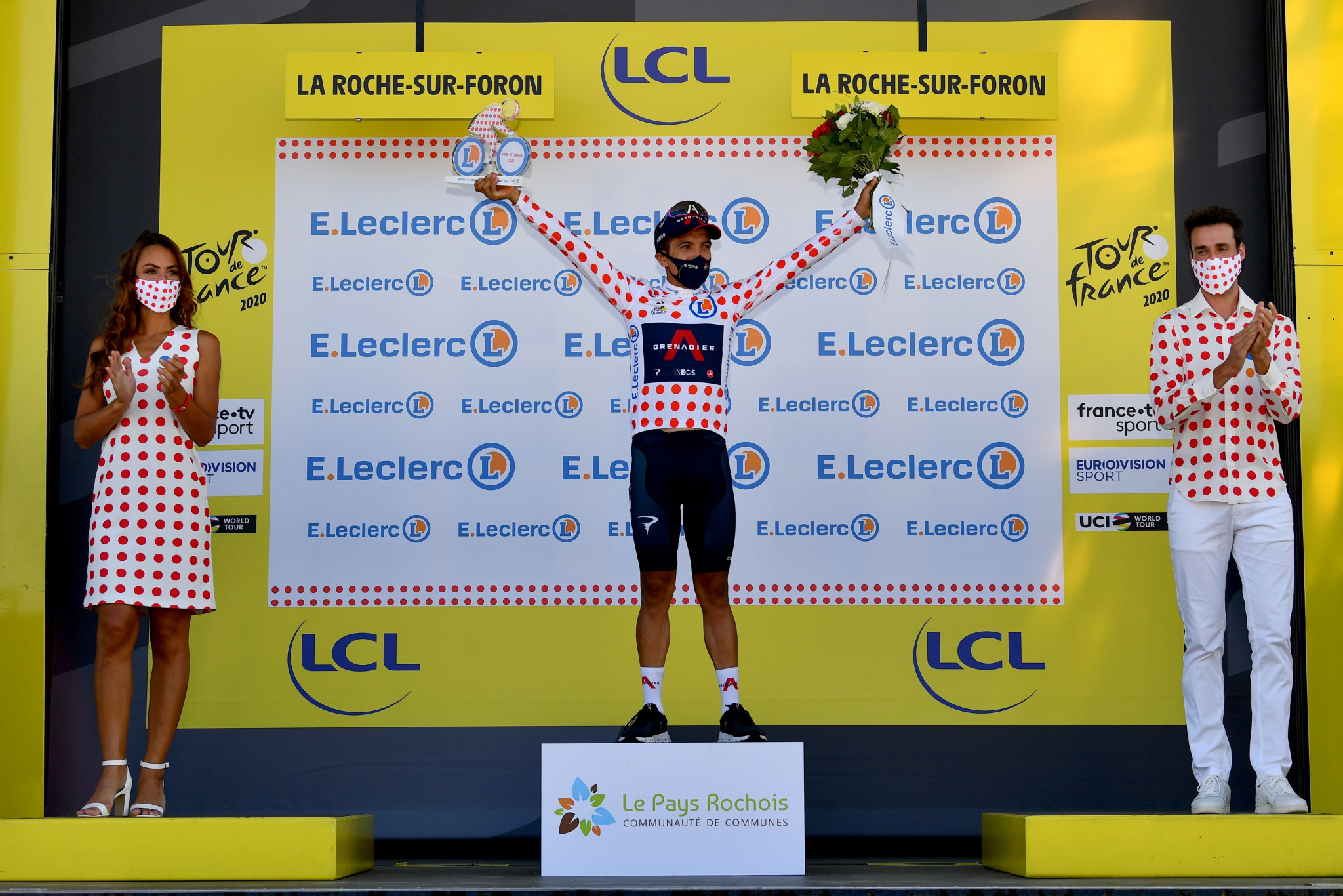 Carapaz moved into the King of the Mountains jersey on a good day for Ineos Grenadiers ©Getty Images