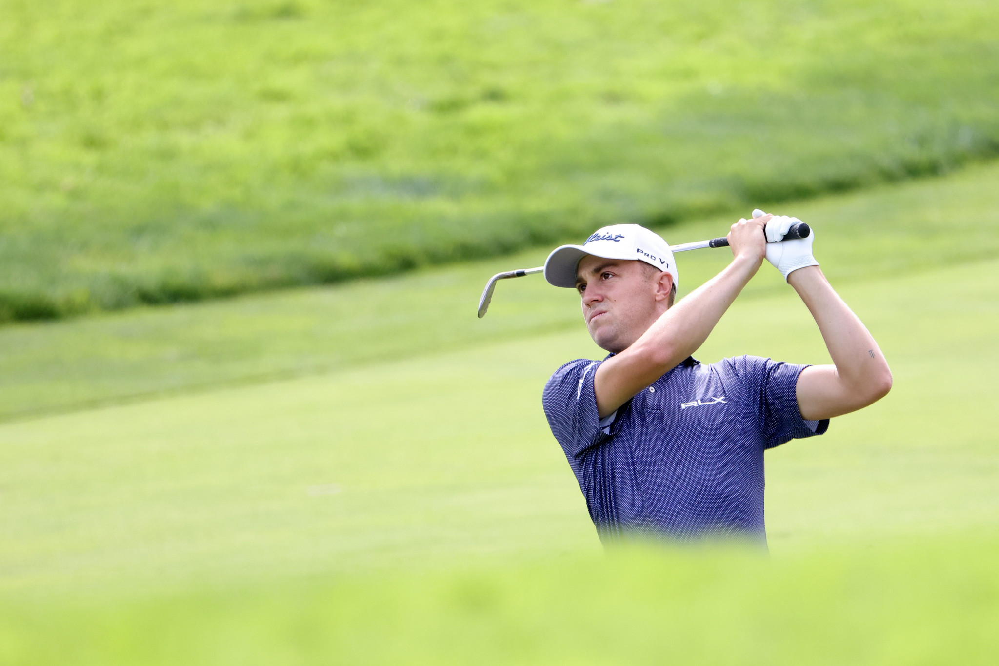 Thomas leads US Open but McIlroy and Reed within striking distance