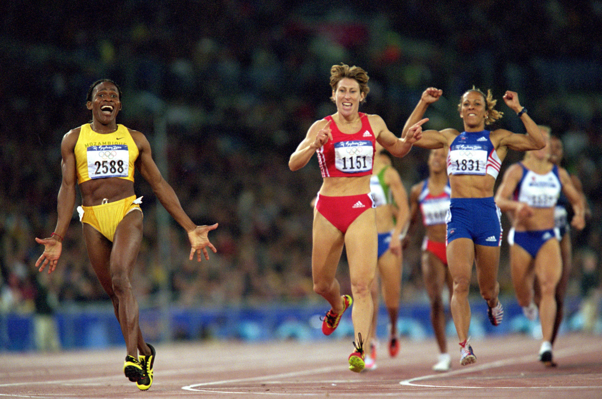 Mozambique's Maria Mutola shows her delight at winning the 800m at Sydney 2000 as the silver and bronze medallists, Austria's Stephanie Graf and Britain's Kelly Holmes, seem just as pleased ©Getty Images