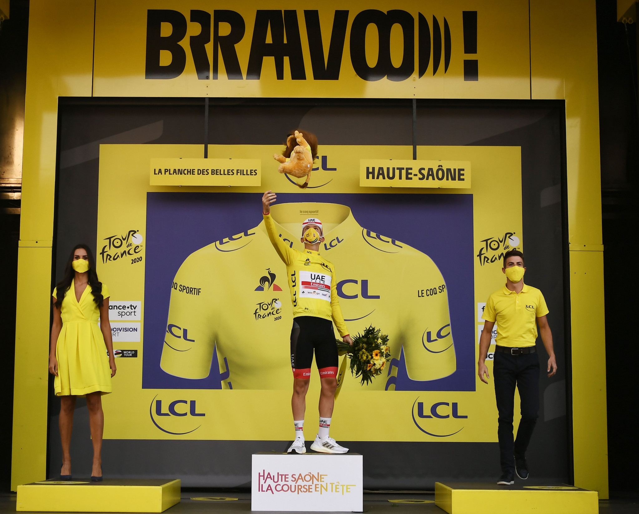 Tour de France: Sam Bennett claims final stage victory and green jersey
