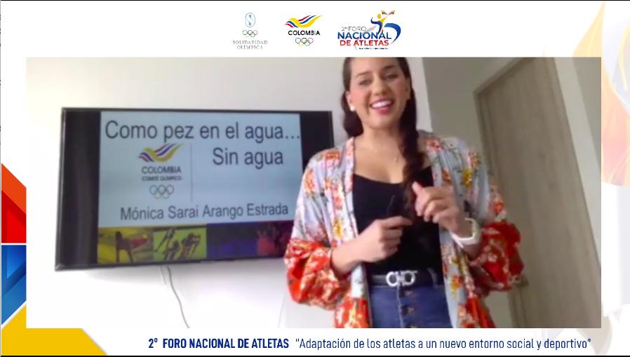 Mónica Sarai Arango hosting her presentation,