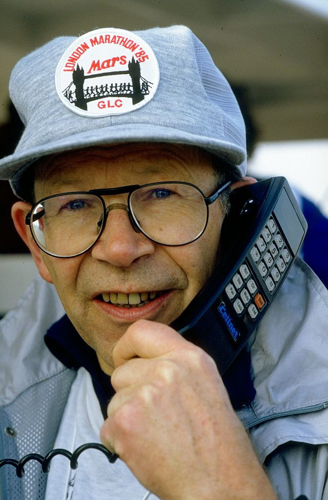 Chris Brasher, co-founder of the London Marathon, catching up on some more vital details in 1985 ©Getty Images