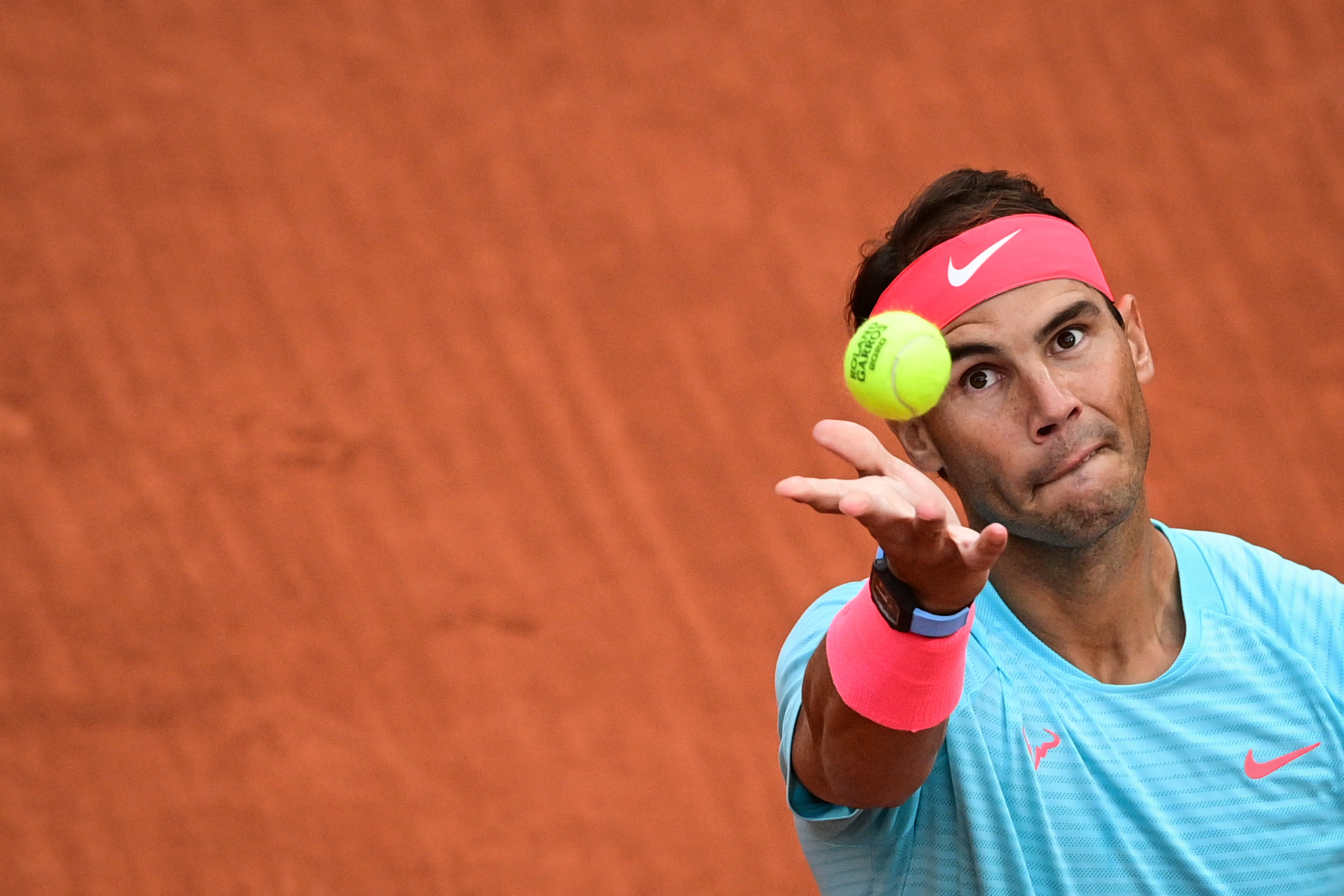 Defending champion Nadal through as Medvedev crashes out at French Open