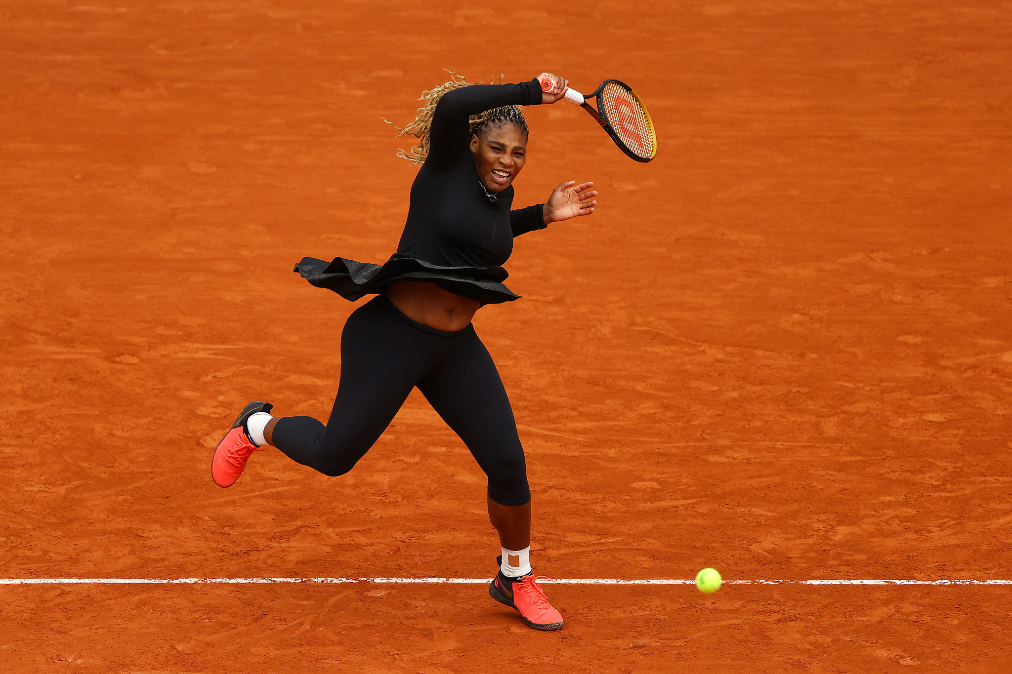 After a first set struggle, Serena Williams cruised to victory in her first round match at Roland Garros ©Getty Images