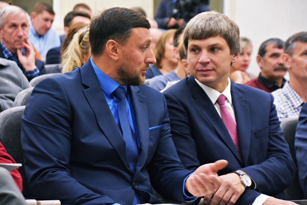 Ivan Tsikhan, left, succeeded former hammer rival Vadim Devyatovskiy, himself a convicted drugs cheat, as President of the Belarus Athletic Federation ©Belarus Athletic Federation