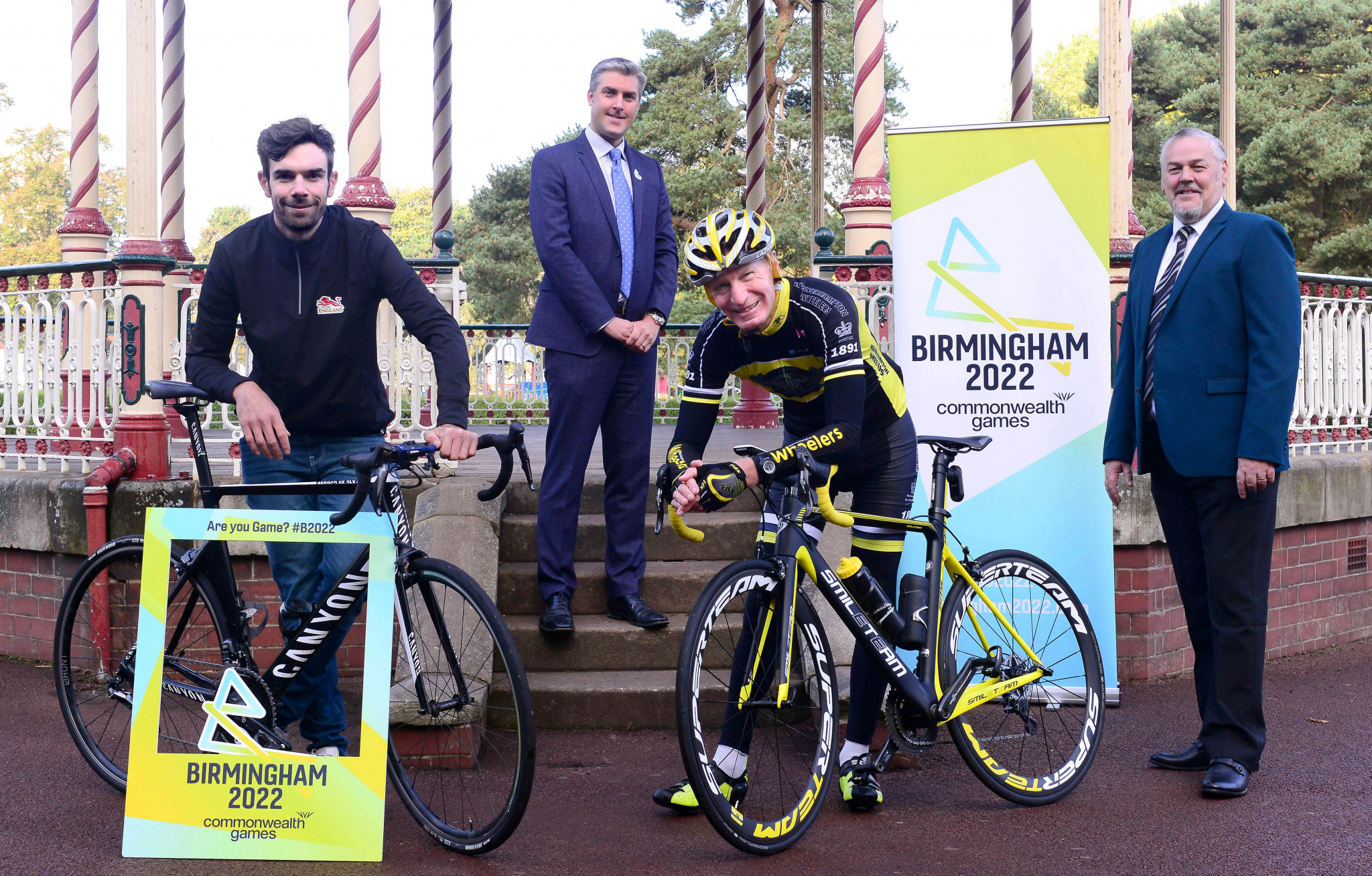 Local cyclists joined Birmingham 2022 chief Ian Reid, second left, to launch Wolverhampton and Warwick as the venues for the road cycling at the Commonwealth Games ©Birmingham 2022