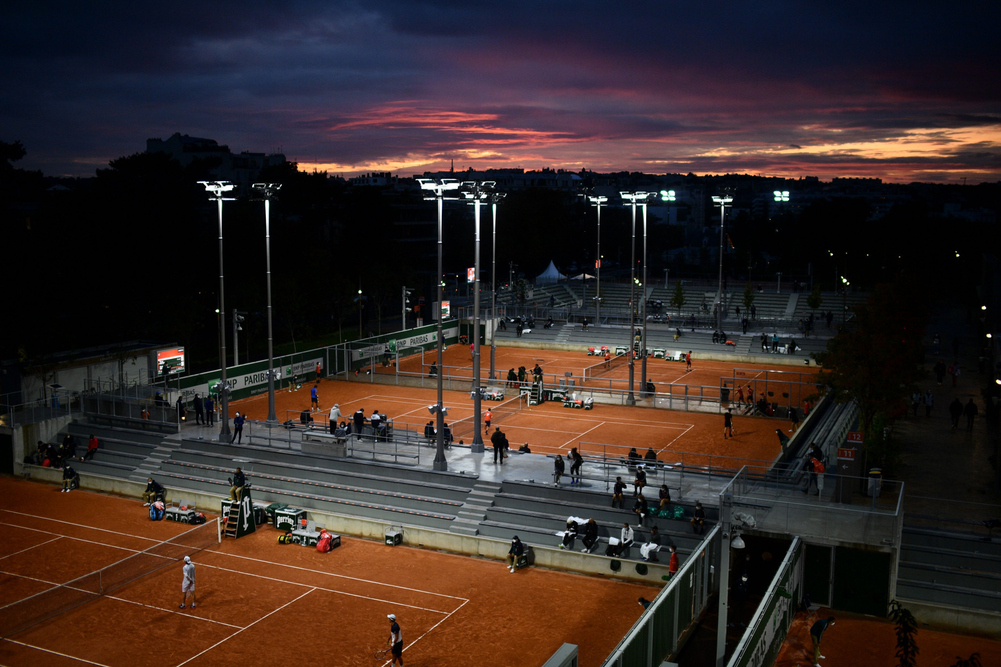 The addition of floodlights to the Roland Garros complex has allowed matches to continue late into the evening ©Getty Images