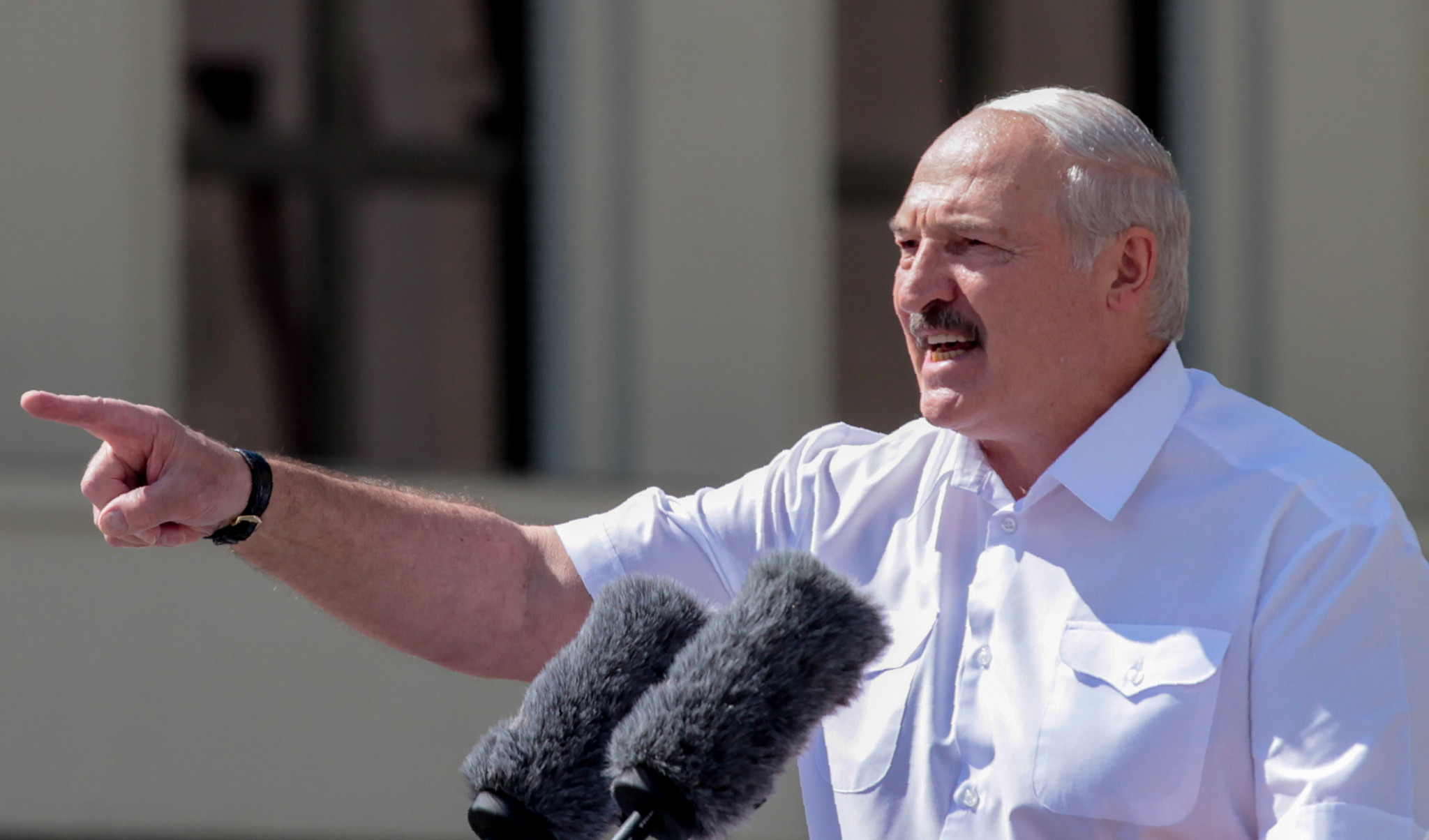Britain and Canada impose travel bans on Belarusian President Lukashenko