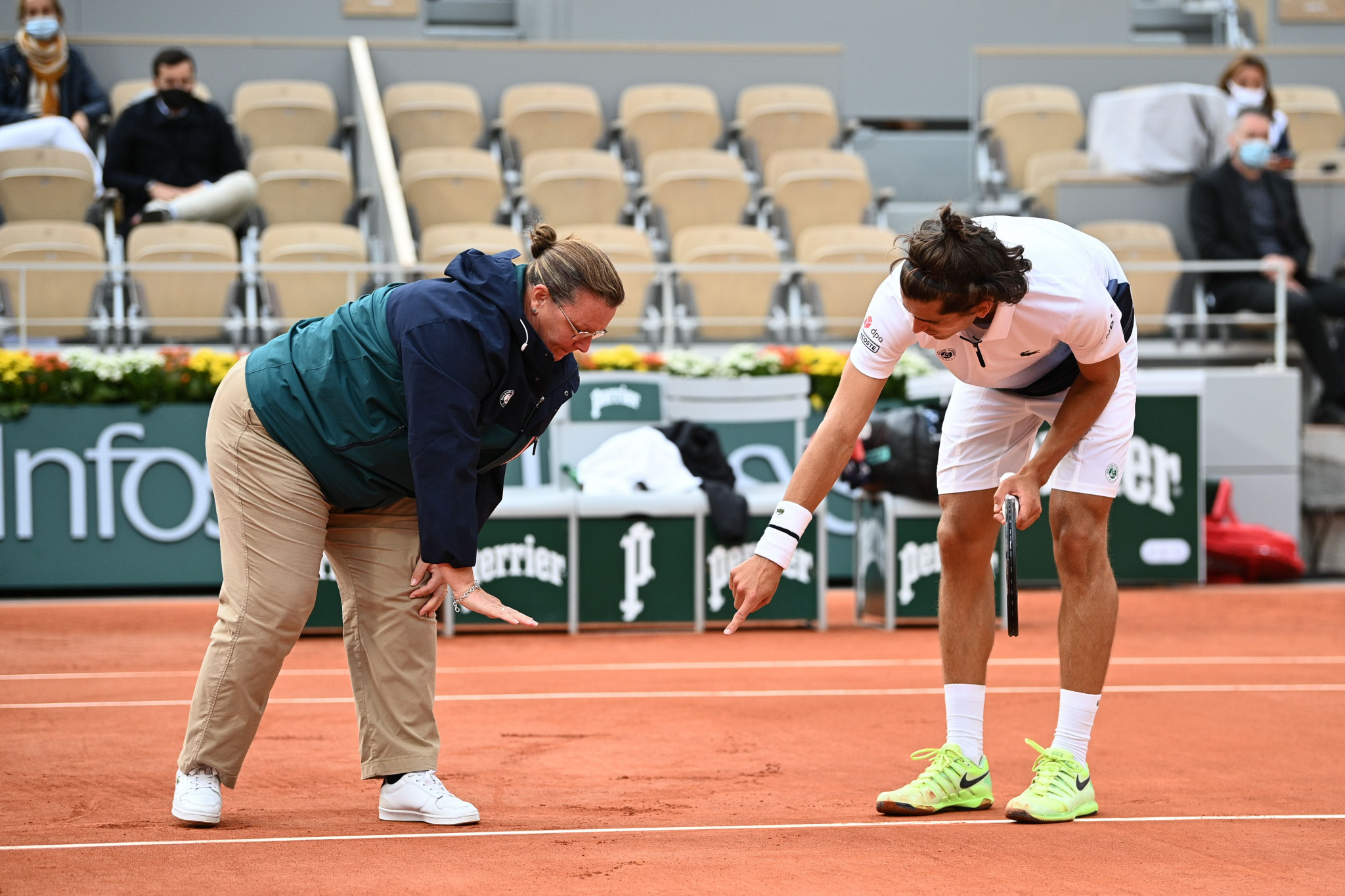 Pierre-Hugues Herbert debates a line call with the umpire during his five set loss to Alex Zverev ©Getty Images