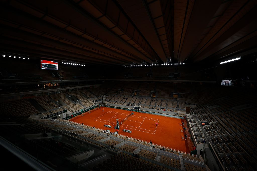 The roof was closed for part of the day's play on Court Philippe Chatrier as the outside courts were hit by rain delays ©Getty Images