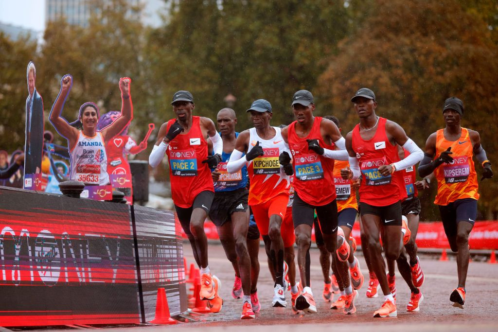 Eliud Kipchoge of Kenya, third left, was the overwhelming pre-race favourite but could only manage eighth ©Getty Images