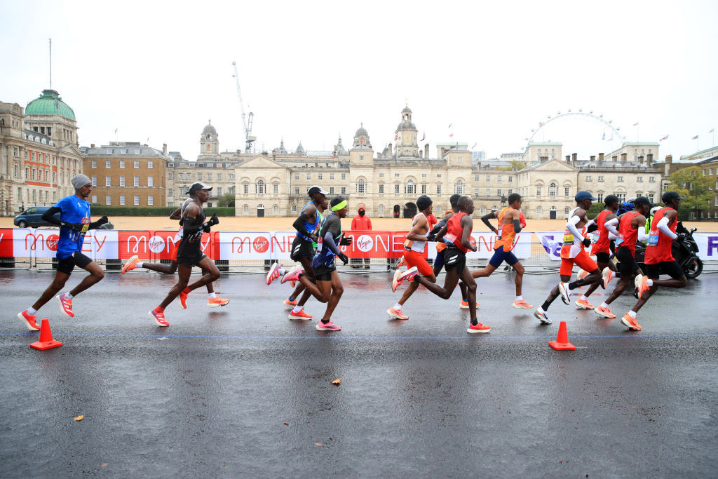 Tough conditions greeted the runners during the 1.3 mile looped course in St James's Park ©Getty Images