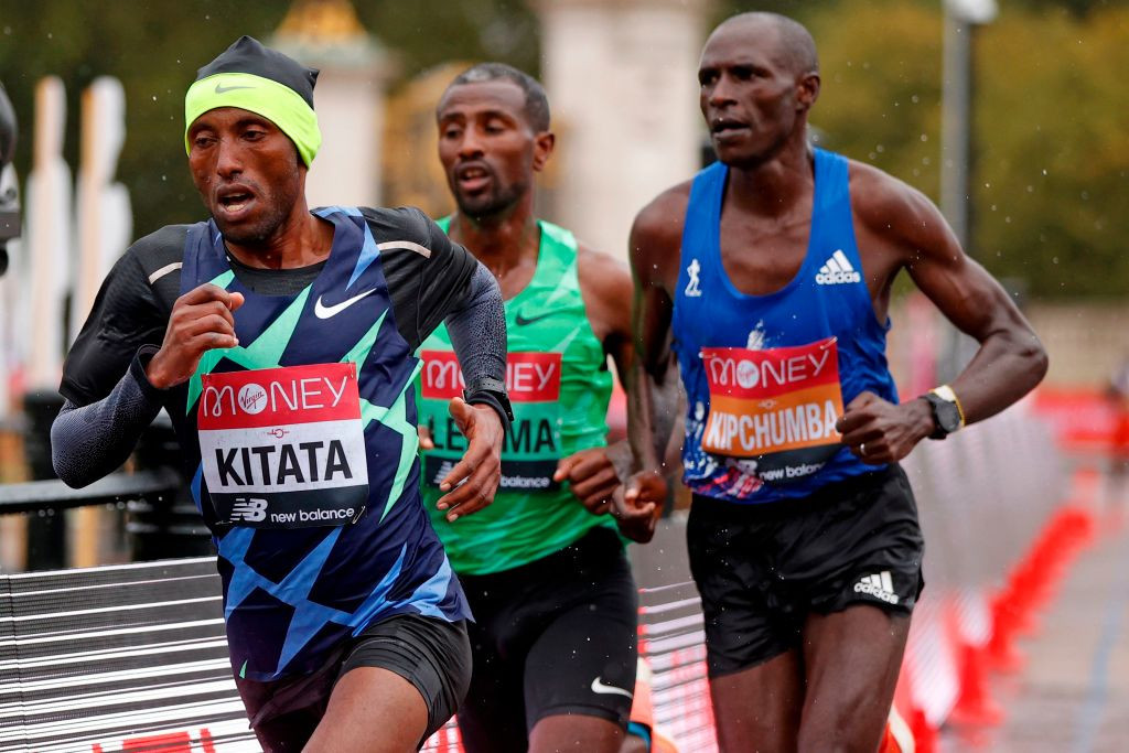Shura Kitata broke free of the chasing pack on the home stretch to secure his first London Marathon win ©Getty Images