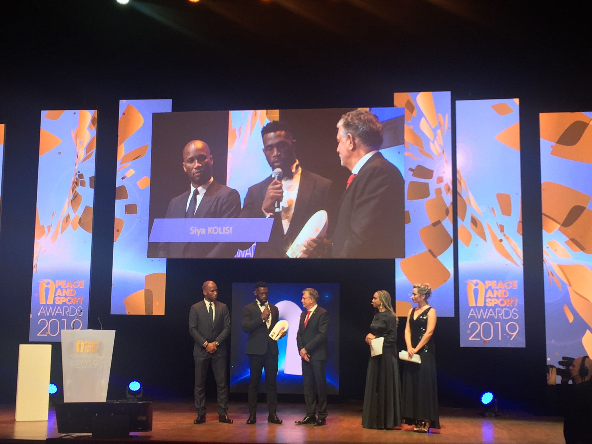 South African Rugby World Cup winner Siya Kolisi received the 2019 Champion of the Year award ©ITG