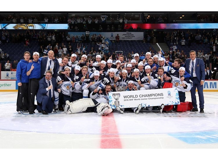 Hosts Finland edged Russia in the final of the IIHF World Junior Championship in Helsinki ©Andre Ringuette/HHOF-IIHF