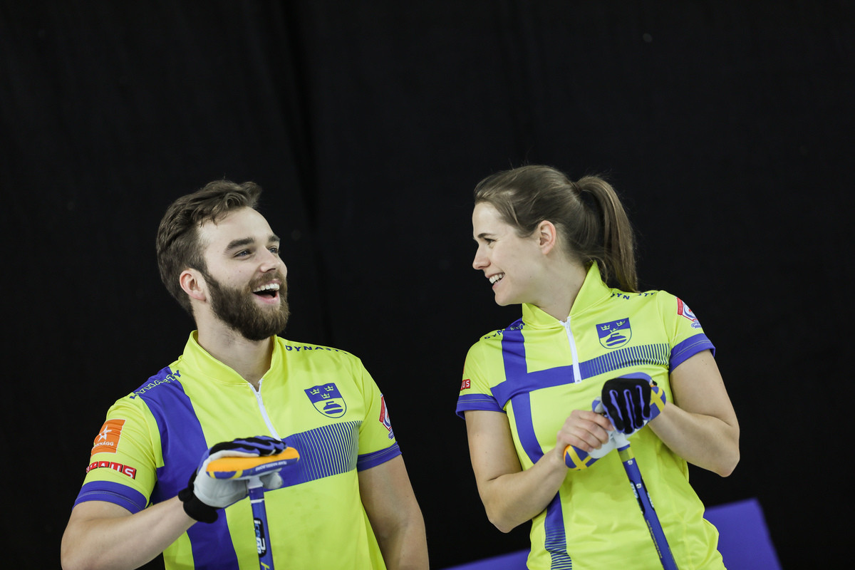 Oscar Eriksson and Anna Hasselborg are the defending champions from the 2019 World Mixed Doubles Curling Championship after the 2020 edition was cancelled ©WCF