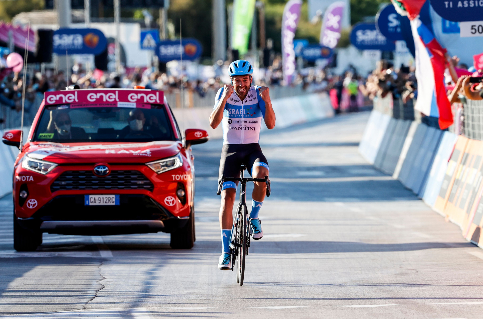 Dowsett delivers Giro d'Italia stage win for Israel Start-Up Nation after Yates leaves race with coronavirus