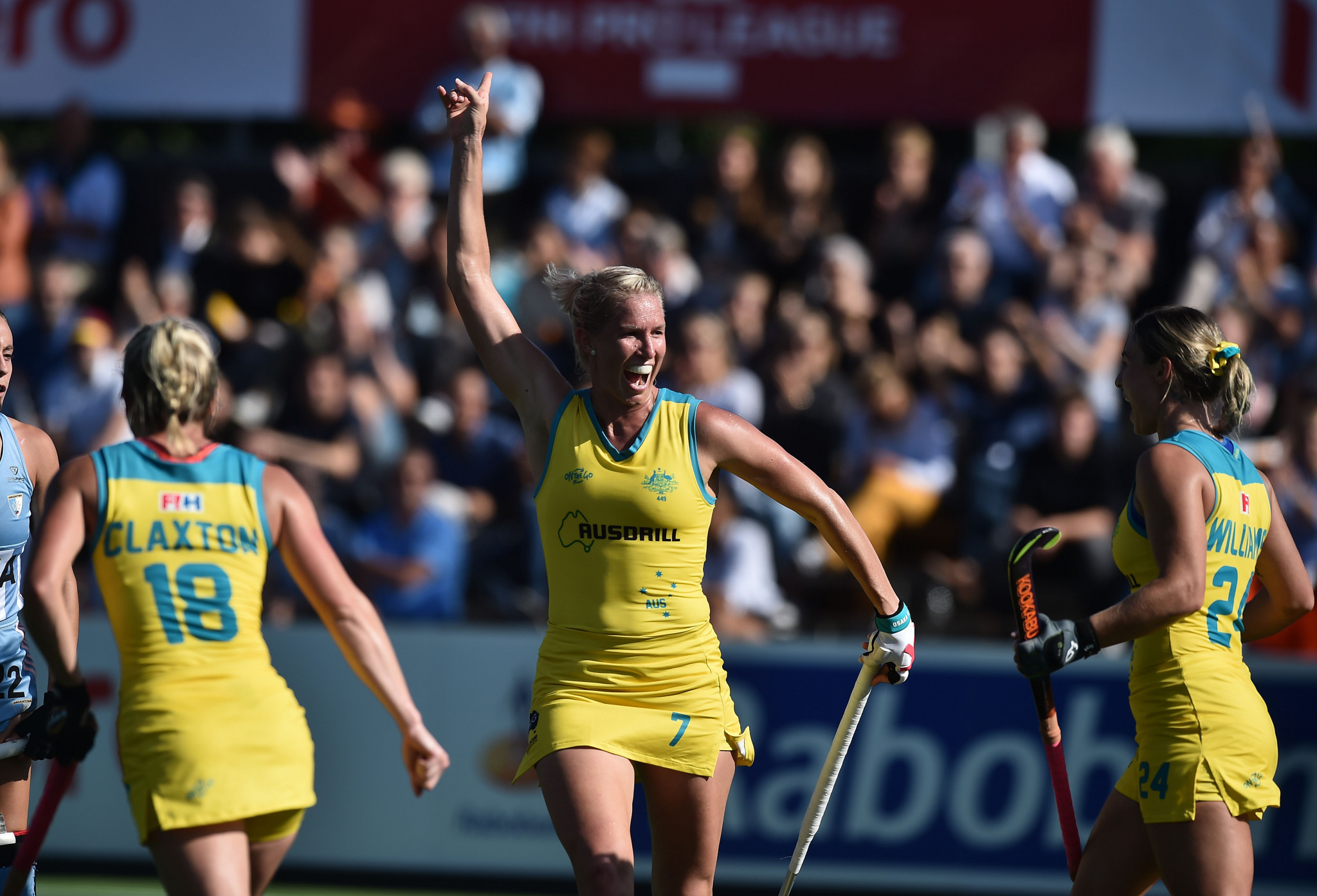 "Hockeyroos captain Kenny retires after ""disappointment"" of Tokyo 2020 postponement"