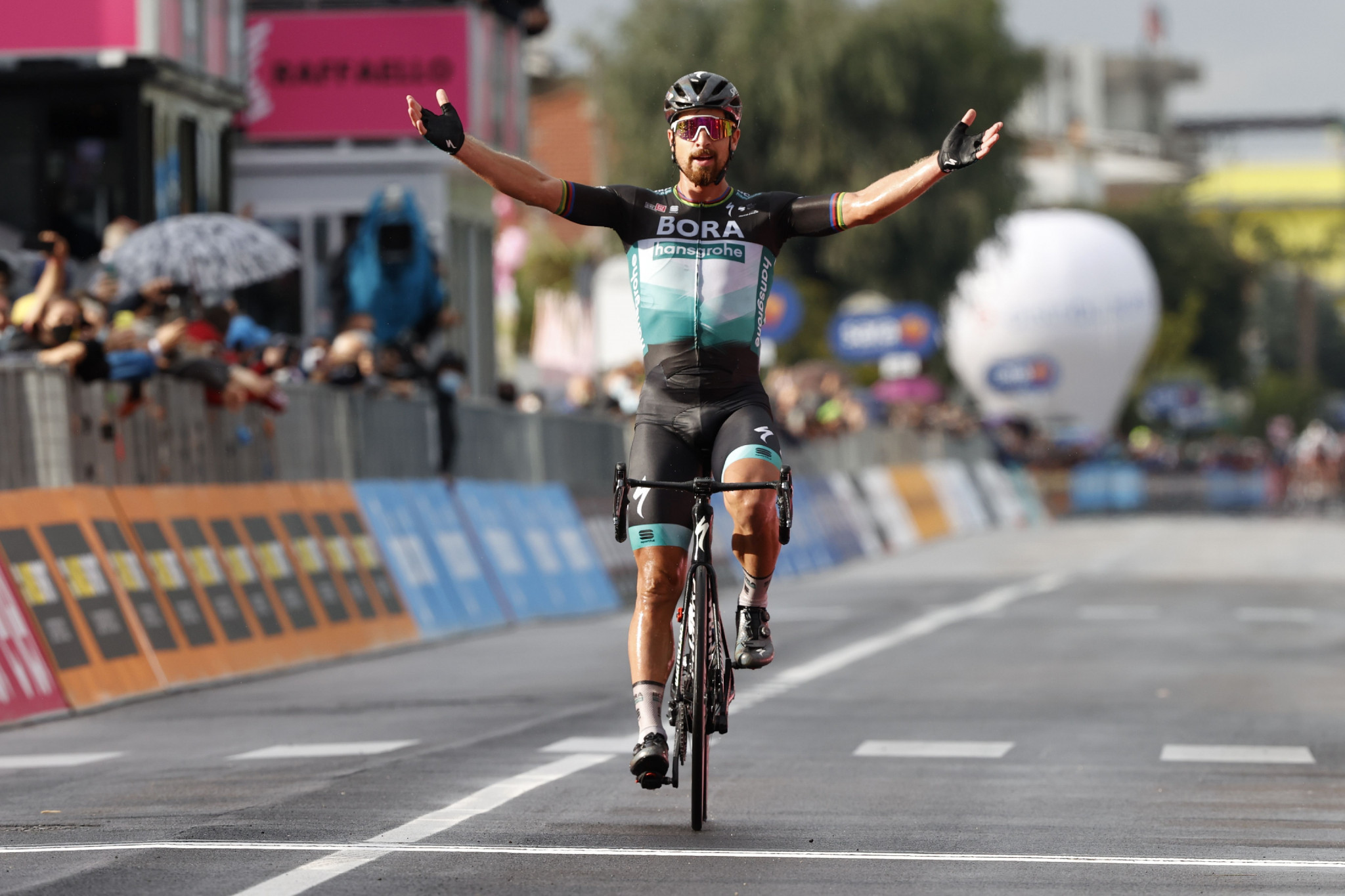 Sagan solos to win first Giro d'Italia stage after attack from breakaway