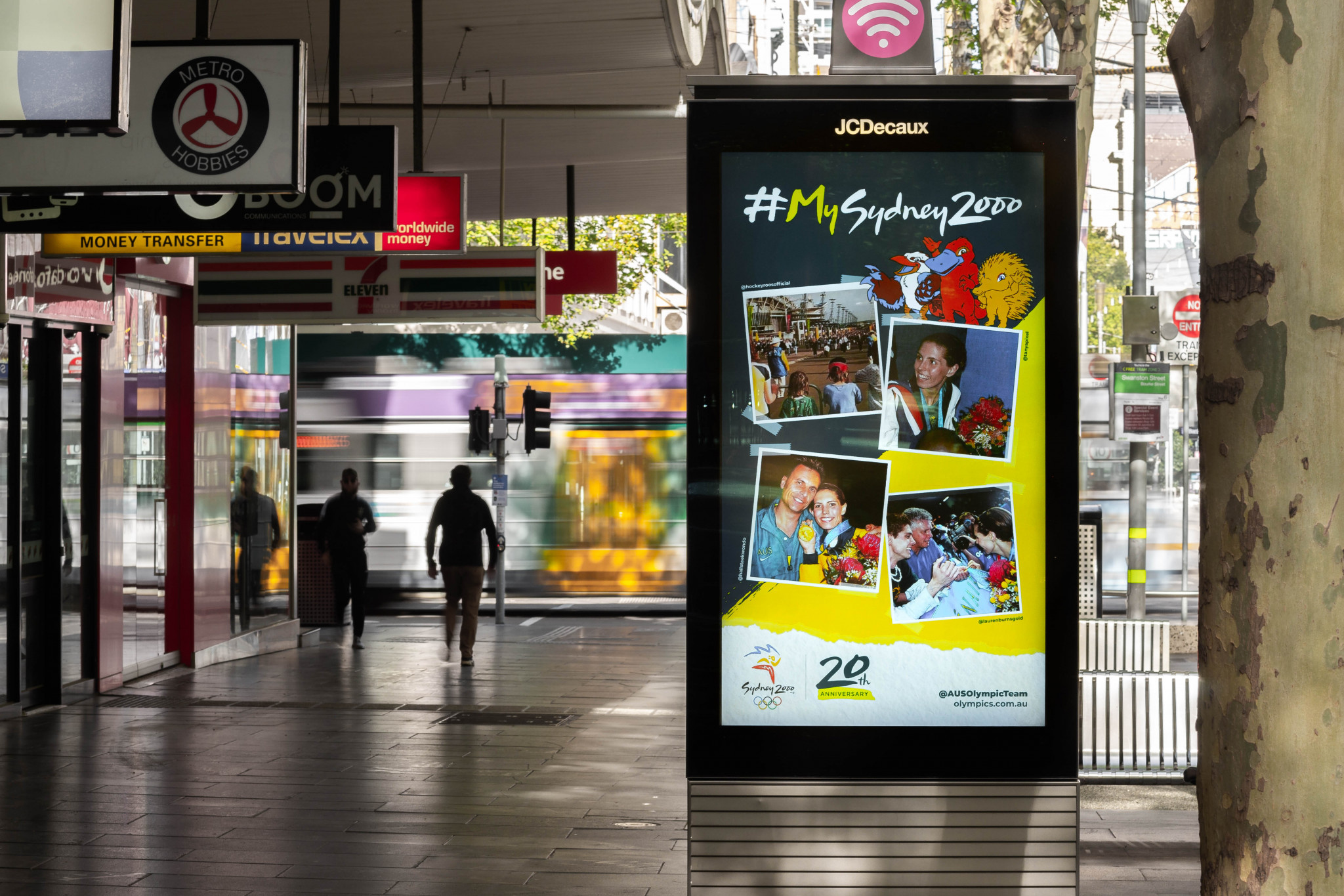 Australian Olympic Committee partners with JCDecaux for Sydney 2000 social campaign