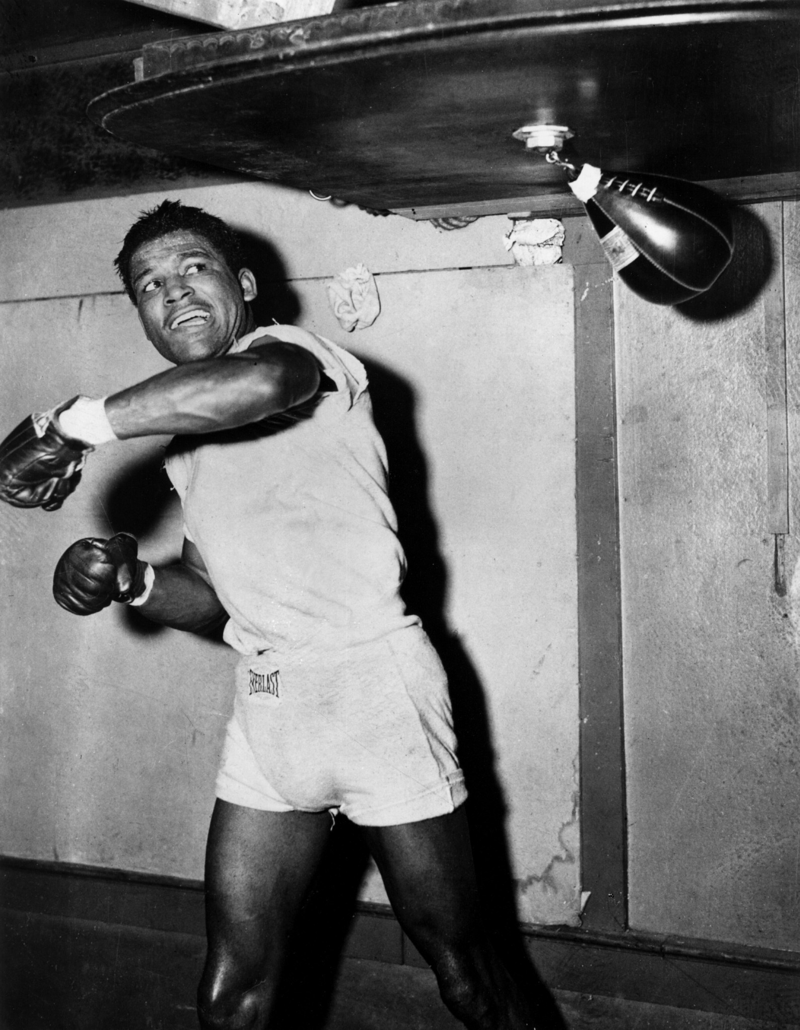 Sugar Ray Robinson won four of five fights versus Jake LaMotta ©Getty Images