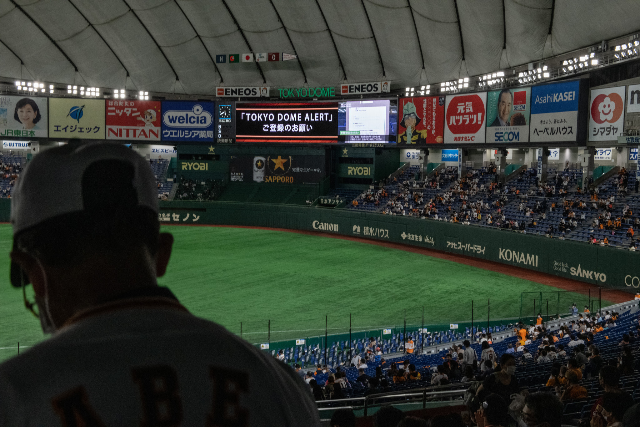 A total of 19,000 fans watched the Yomiuri Giants and Hiroshima Toyo Carp at the Tokyo Dome ©Getty Images
