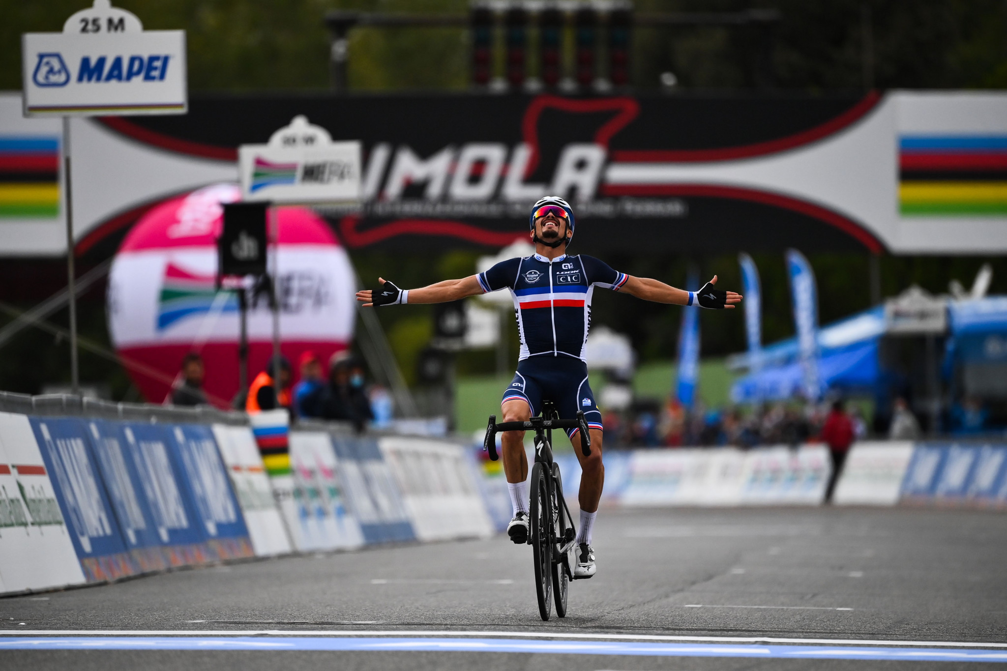 World champions Alaphilippe and Van Der Breggen lead Tour of Flanders fields