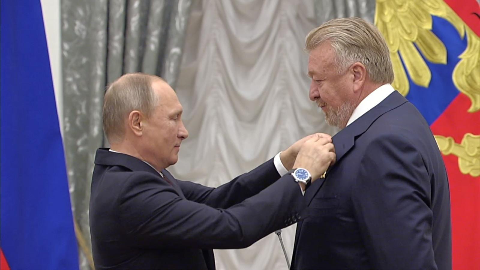 Vasily Titov receives the Order of Friendship from Russian President Vladimir Putin in 2017 ©Russian Gymnastics Federation