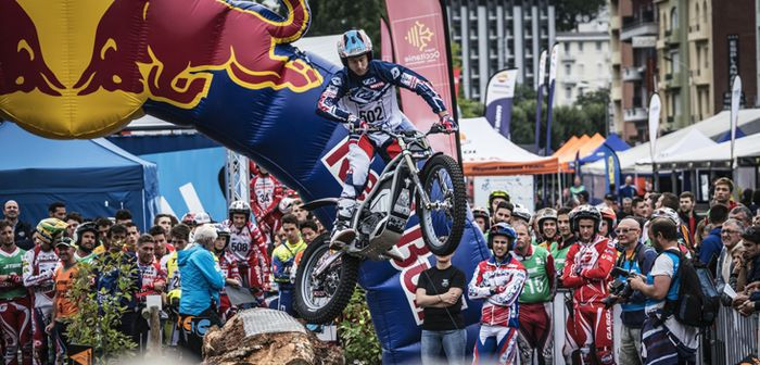Trial-E sees riders jump from obstacle to obstacle and try to avoid the ground ©FIM