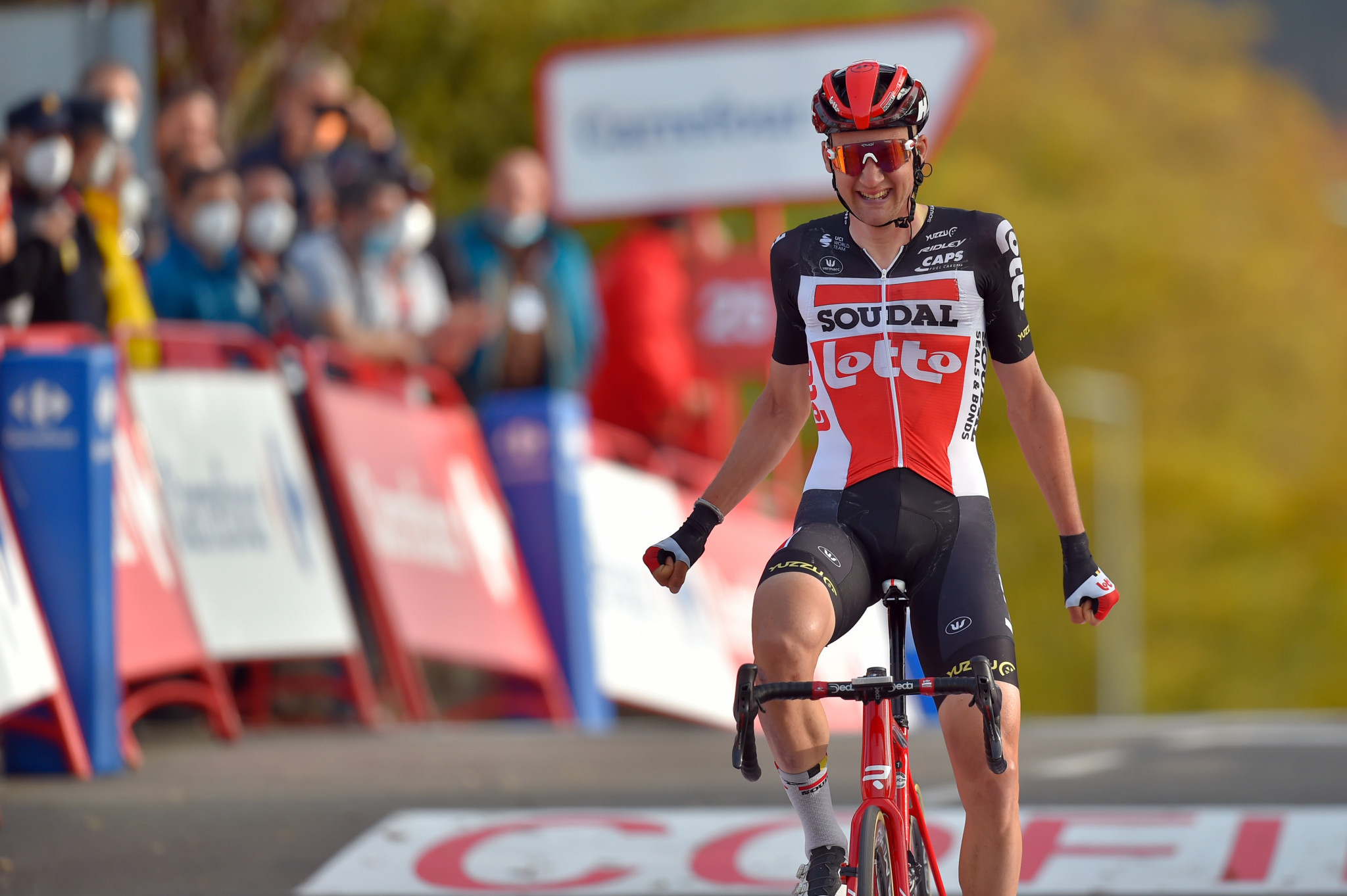 Wellens takes stage five victory as Roglič retains Vuelta a España lead and Martin survives late crash