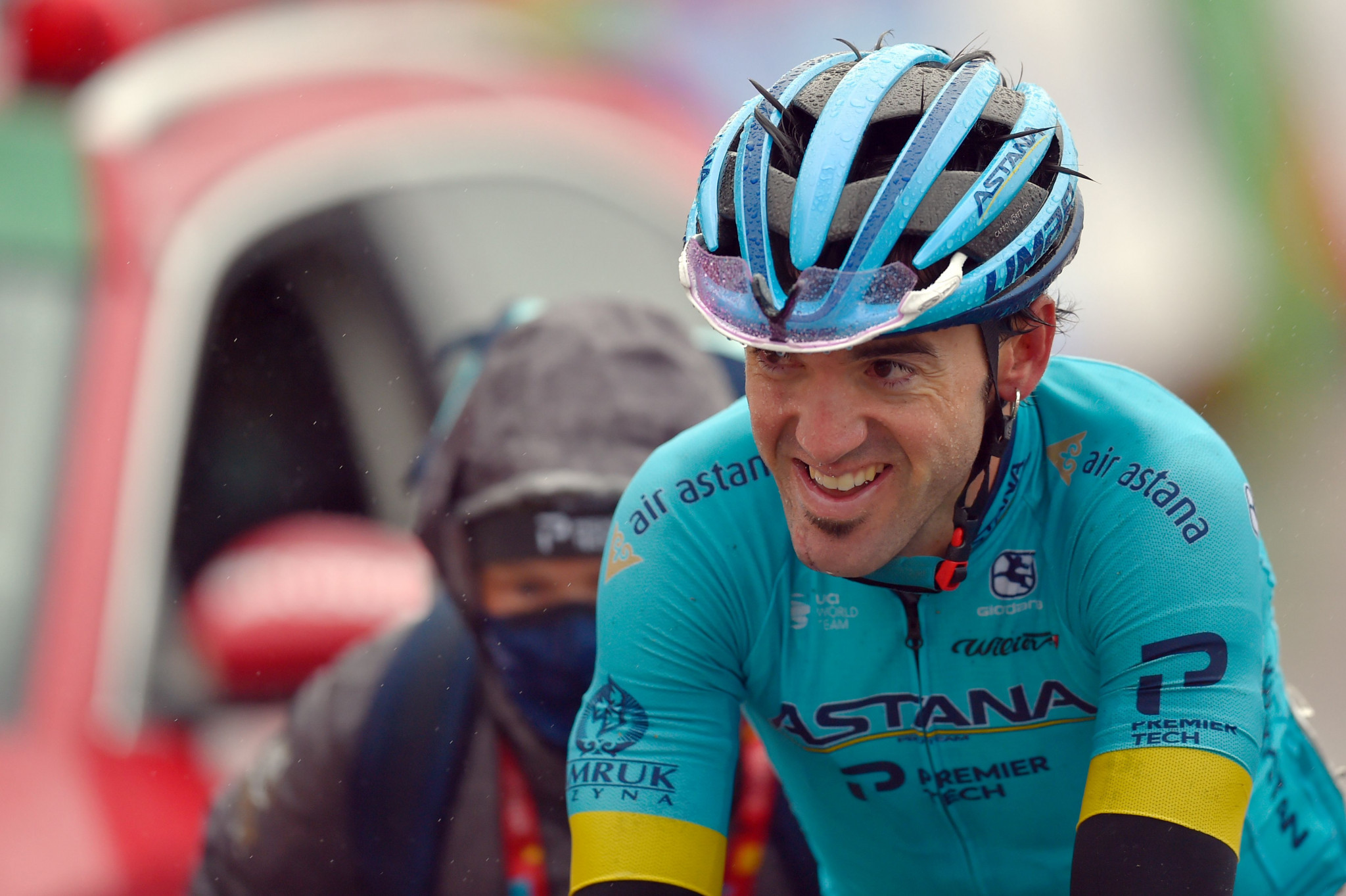 Home favourite Izagirre wins stage six as Carapaz takes overall Vuelta a España lead