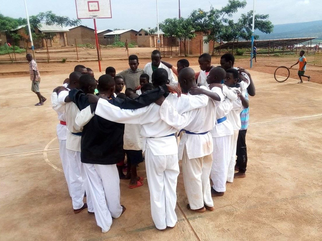Parfait Hakizimana trains others at a refugee camp in Rwanda ©World Taekwondo
