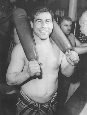 Ceremony marks anniversary of legendary Iranian wrestler's death
