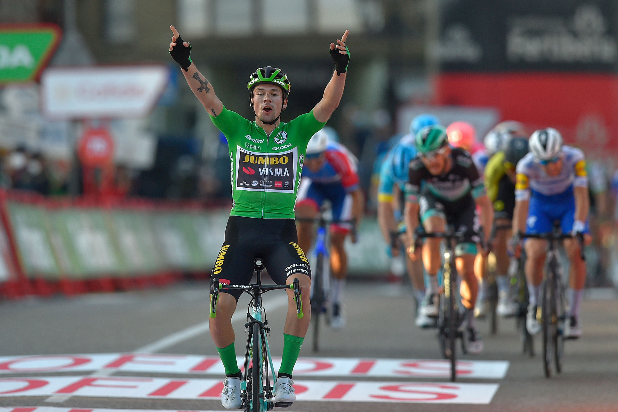 Roglič clinches third stage win to move into race lead at Vuelta a España