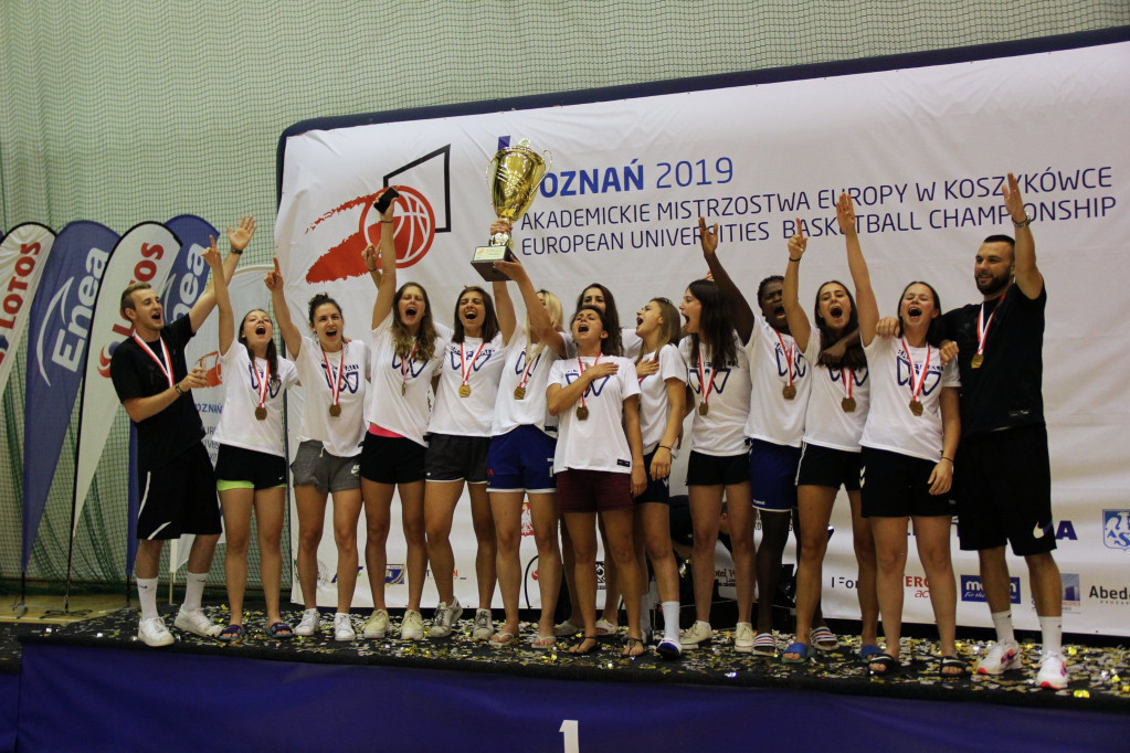 One of the key aspects of the FFSU's Paris 2024 legacy plan is the mobilisation of young people around the event ©EUSA